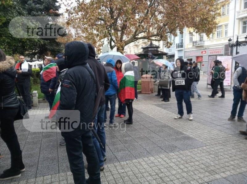 Протестиращ: Всички управляващи вън от парламента, до дойдат хора от народа СНИМКИ и ВИДЕО
