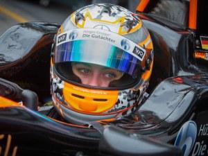 17-годишна състезателка си счупи гръбнака при жестока катастрофа на Формула 3