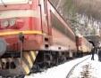 Пътнически влак дерайлира, машинистът е пострадал