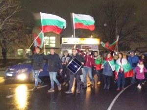 Поредна вечер на протест! Демонстранти блокираха проходът на Републиката СНИМКИ и ВИДЕО