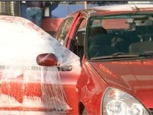 Шофьор счупи прозорец на кола на оживен булевард и избяга ВИДЕО