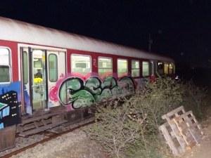 Трима са пострадалите при инцидента с дерайлиралия влак, линейки пътуват към мястото