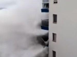 В Тенерифе е страшно! Вълни колкото 5-етажна сграда пометоха сгради ВИДЕО