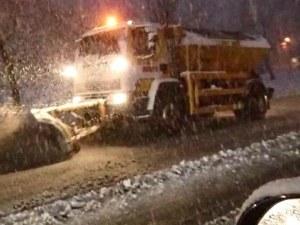 Заради силния сняг: Спряха тировете между Пловдив и София СНИМКИ+ВИДЕО