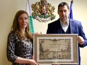 Министър Ангелкова отличи Иван Тотев за добра работа в сферата на туризма
