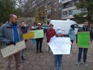 Пловдивчани в готовност да блокират булеварди заради бетон върху парк СНИМКИ