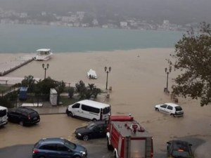 Потоп и хаос на Балканите след проливните дъждове и лошото време ВИДЕО