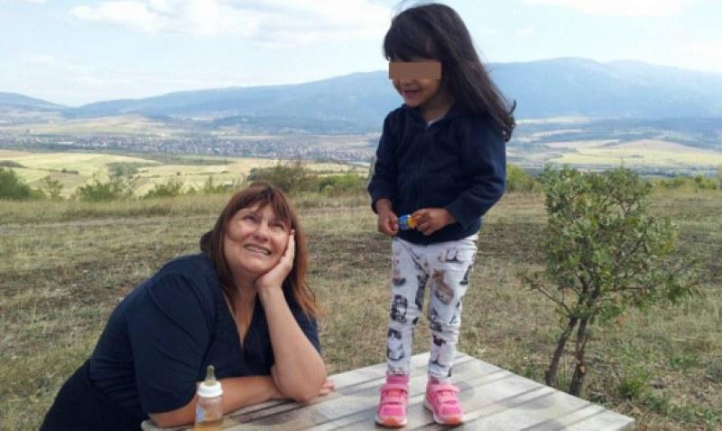 Близки на дъщеричката на починалата Албена искат тя да остане при вуйчо си СНИМКИ