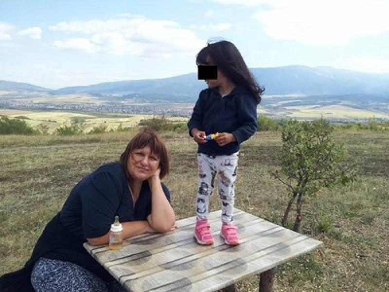 4-годишното момиченце на Албена Ивайлова губи трета майка! Да му помогнем!