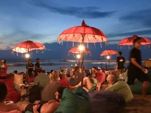 Курорт забрани на туристите да използват смартфони