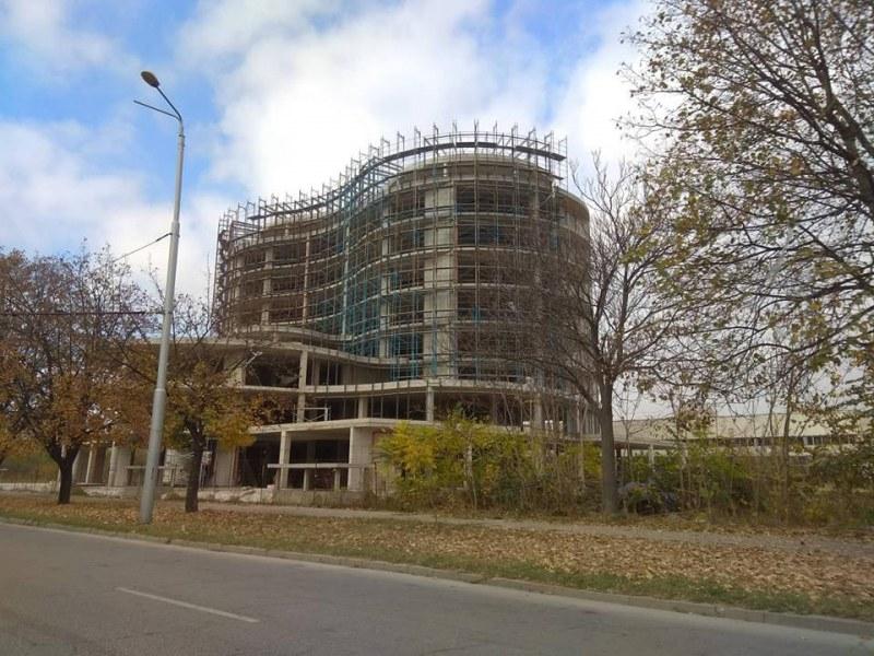 Hi-Tech центъра на SIBIZ в Пловдив забуксува, първо пускат само няколко етажа
