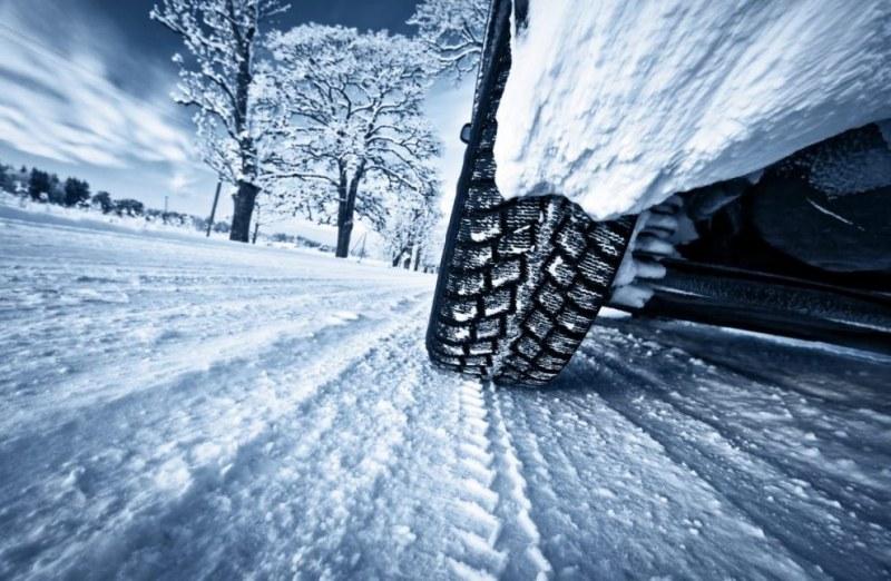 Снежинките идват! Как да шофираме на сняг?