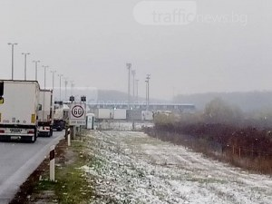 Пловдивчани блокирани на границата между Хърватия и Сърбия, чакат с часове СНИМКИ