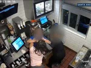 """Гладна американка нападна управител на """"Макдоналдс"""" заради кетчуп ВИДЕО"""