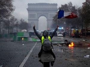 Протестите в Париж се разрастват, стотици ранени и арестувани