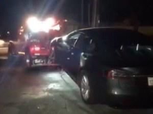 Водач заспа зад волана на Tesla на магистралата, полицията едва го събуди