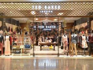 """Скандал в Ted Baker ! Служители с петиция срещу """"принудителните прегръдки"""" на работното място"""