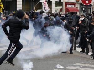 След протестите в Париж: Отменят увеличението на данъка върху горивата