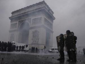 Жена загина по време на сблъсъците в Париж