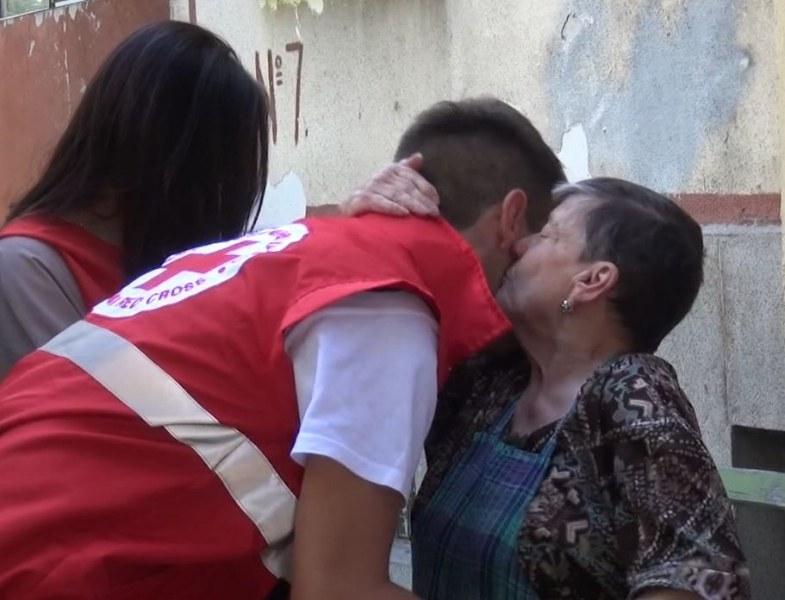 БЧК започва раздаването на хранителни продукти на нуждаещи се лица от Пловдив СНИМКА