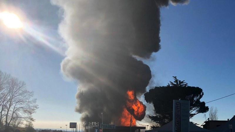 Бензиностанция се взриви до Рим, има загинали и ранени