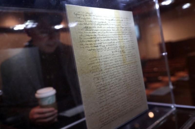Продадоха писмо на Айнщайн за над 2 милиона долара
