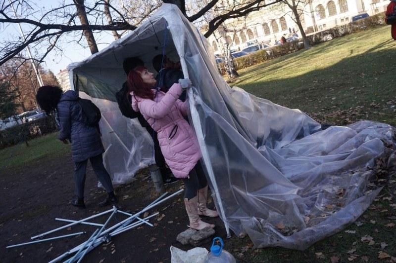 Майките премахнаха палатковия лагер
