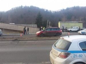 Жена е в болница след катастрофа в Смолян