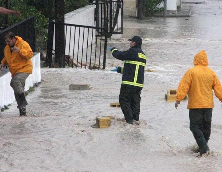 Трима души загинаха при наводненята в Северен Кипър