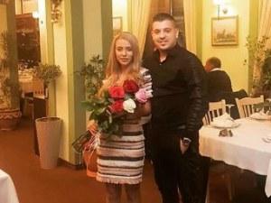 Млад лекар от Пловдив с парти-сюрприз за рождения ден на половинката си СНИМКИ