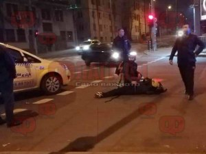 Млад мъж лежи на земята, около него има кръв СНИМКА