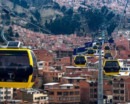 Градът, където общественият транспорт се движи в небето и е екологичен