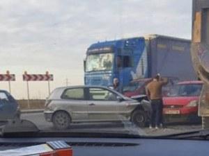Две коли се помляха на кръговото преди Асеновград