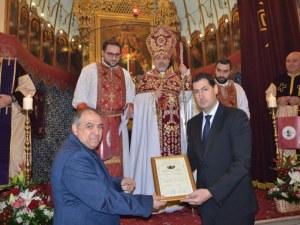 """Кметът Тотев с отличие по повод годишнина на арменската църква """"Сурп Кеворк"""""""