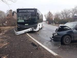 Мъж и жена са откарани в болница след катастрофата с автобус 15 до Пловдив СНИМКИ