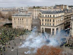 Над 1700 задържани след снощните сблъсъци в Париж ВИДЕО
