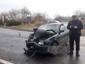 Тежка катастрофа: Автобус и кола се потрошиха на пътя Пловдив - Войдовидново СНИМКА