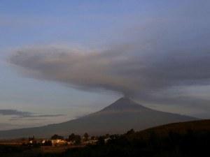Зрелищно: Как изригва вулканът Попокатепетъл ВИДЕО