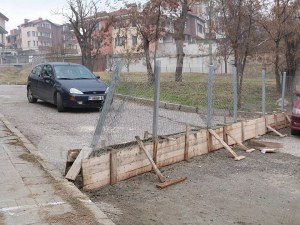 Асеновградчани си заградиха улица СНИМКИ