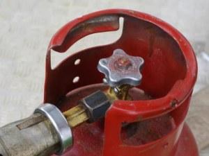 Мъж е с опасност за живота след взрив на газова бутилка