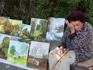 Взимат къщата на сърцата художничка баба Костадинка! Целото семейство остава под наем