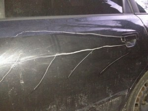 """Жители на Асеновград откриха колите си """"обезобразени"""""""