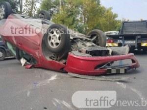 Кола се обърна по таван на пътя Пловдив-Асеновград, млада шофьорка пострада