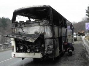 Автобус пламна във Велинград, изгоря напълно