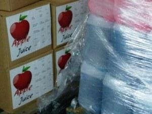 Митничари удариха 430 литра ракия, маскирана като ябълков сок