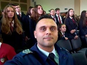 Полицаят, спасил дете в Пловдив, получи почетно отличие за героизъм СНИМКИ