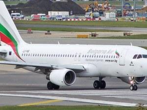 """Самолет на """"България ер"""" кацна аварийно във Виена заради спукано стъкло"""