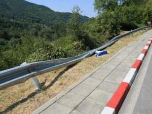 Шефът на АПИ:Мантинелите издържат на скорост от 140 км/ч, такава бе сложена и на Своге