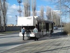 Закъса автобус на Градския транспорт, десетки пловдивчани мръзнат на студа и ледения вятър СНИМКИ