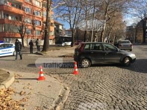 Мерцедес даде път на пешеходка в Смирненски, фиат я потроши СНИМКИ+ВИДЕО